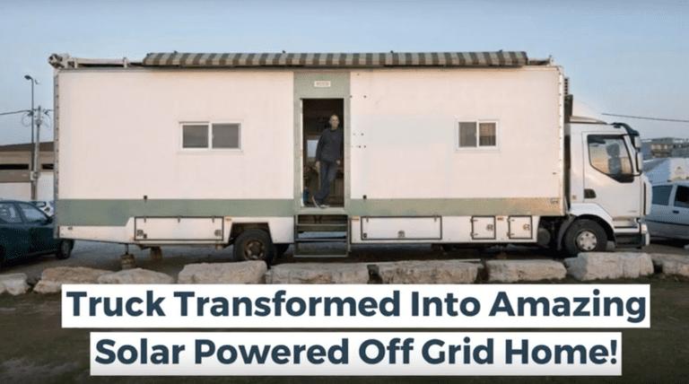 El hombre convierte un camión en una casa con energía solar