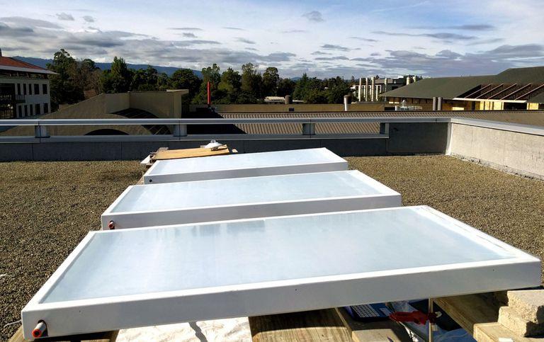 El sistema de refrigeración de la azotea refleja la luz solar y envía el exceso de calor al espacio