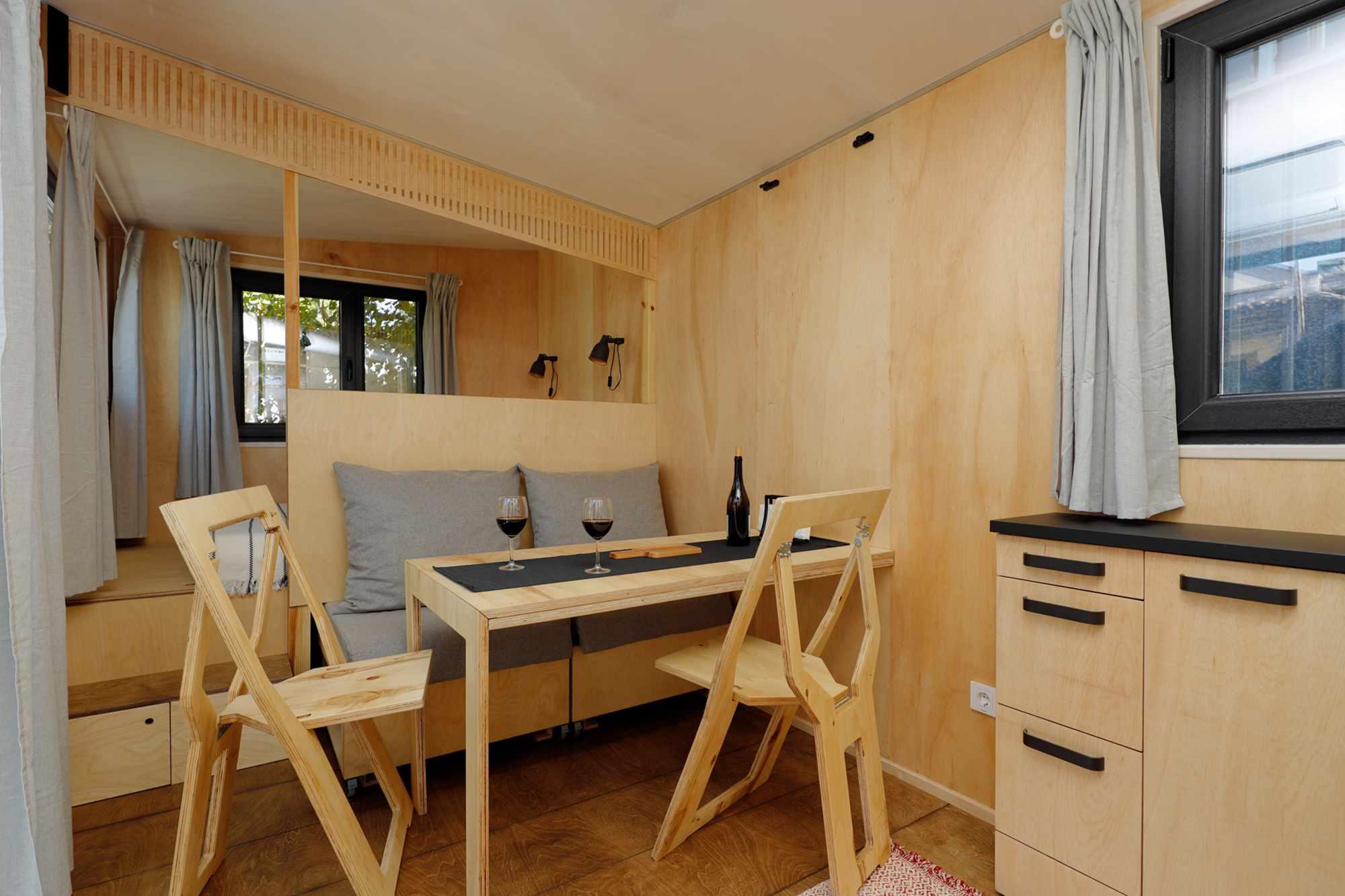 EBH 659 tiny house Ecobox Home Ltd. dining room mode