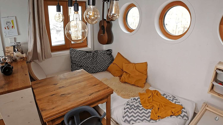 Hallo Holger tiny house dining area and play area