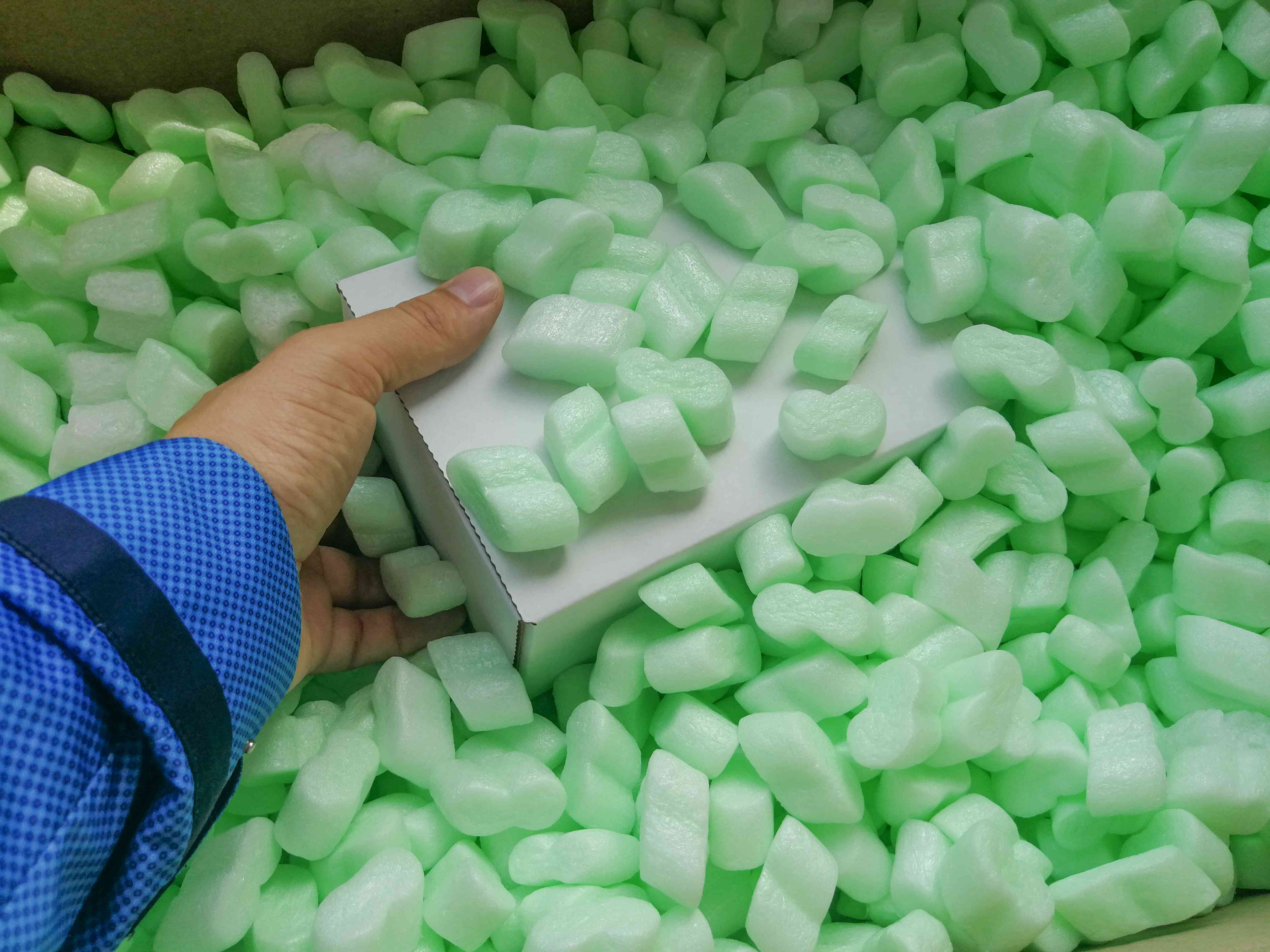 Loose fillers in the parcel box for shipping protection