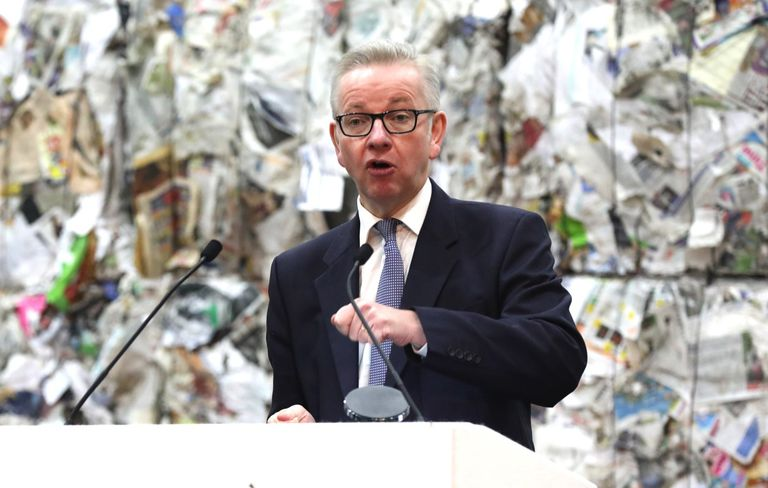 El gobierno británico exige responsabilidad al productor y deposita en todo