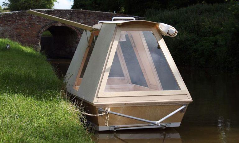 Una micro casa flotante que puedes remolcar con tu bicicleta