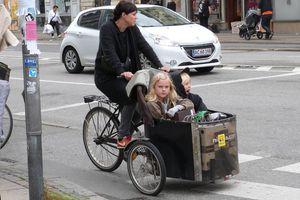 kids in cargo bike