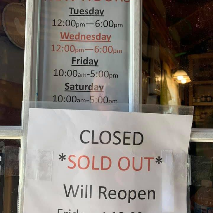 the sold-out sign at Whoa Nellie Dairy