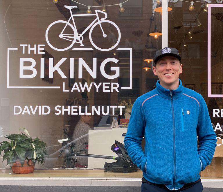 No deberíamos necesitar un abogado en bicicleta, pero lo hacemos