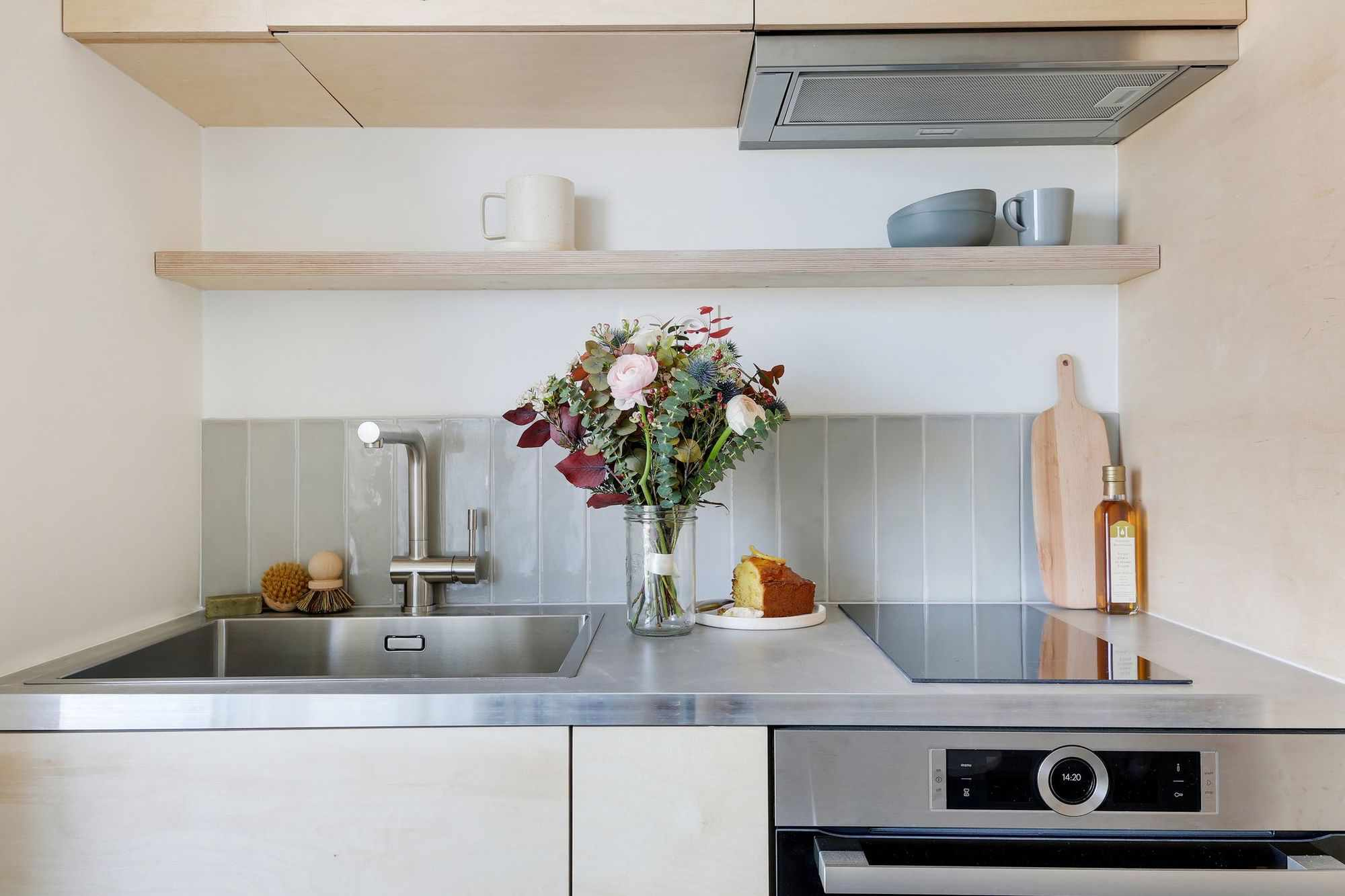 micro apartment rue falguiere renovation Studio Beau Faire kitchen