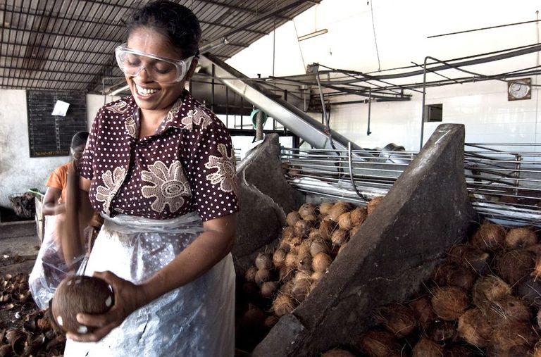 Por qué es importante comprar productos de coco de comercio justo