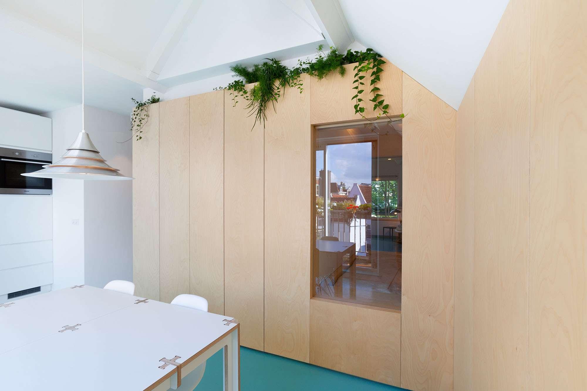 Amsterdam Urban Loft by Bureau Fraai dining room and kitchen