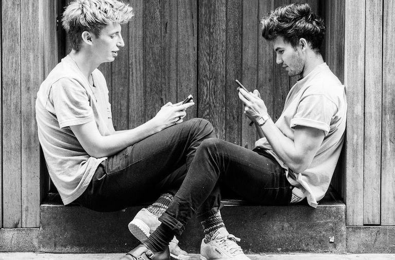 Los adolescentes han reemplazado la lectura por mensajes de texto y redes sociales