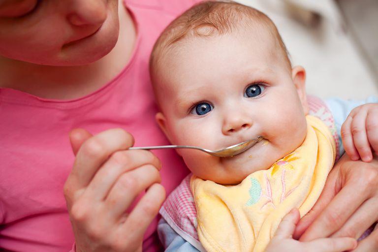 5 recetas de comida casera para bebés (y por qué debería preparar la suya propia)