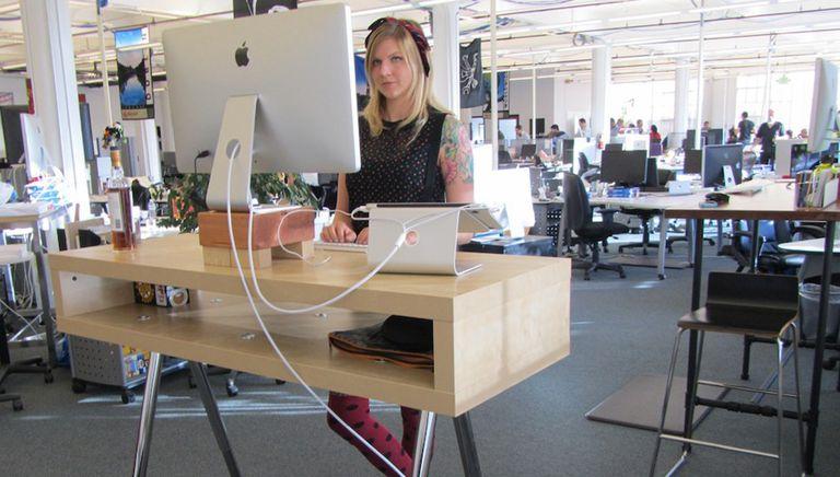 Investigadores de Texas A&M desarrollan un escritorio de pie mandón y entrometido