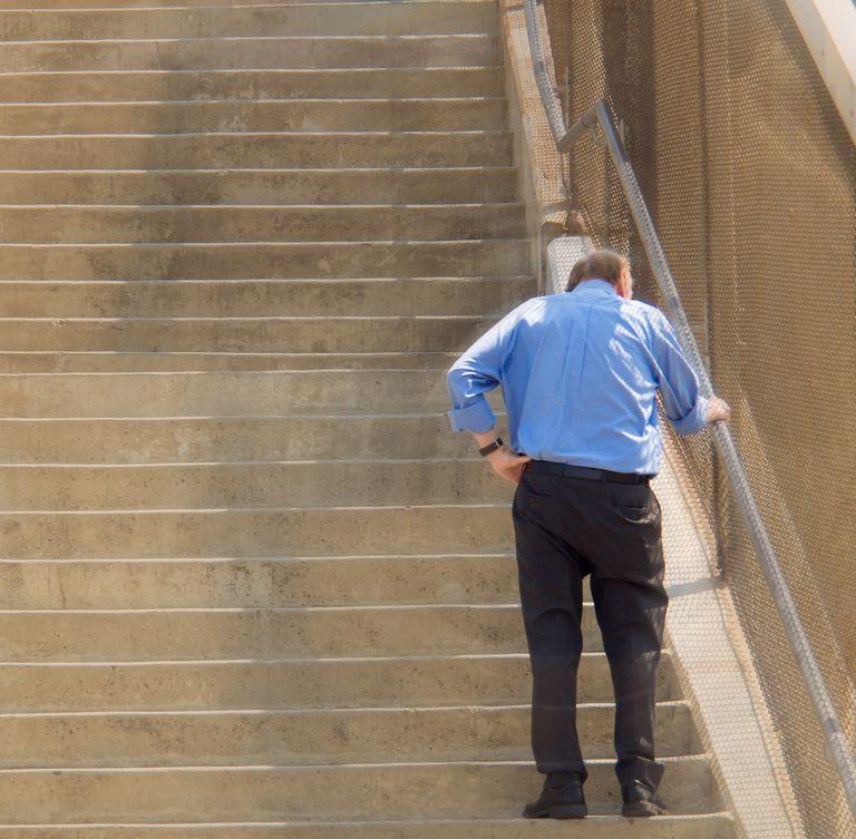¿Es normal quedarse sin aliento al subir escaleras?