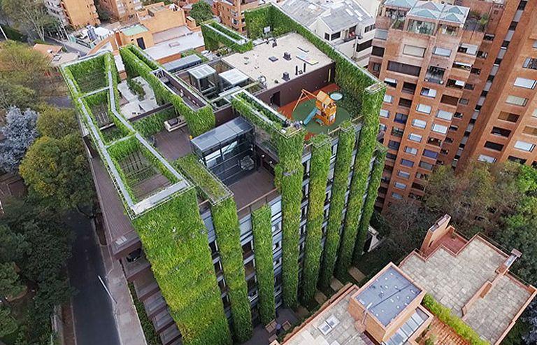 El jardín vertical más grande del mundo alberga 115.000 plantas para crear un