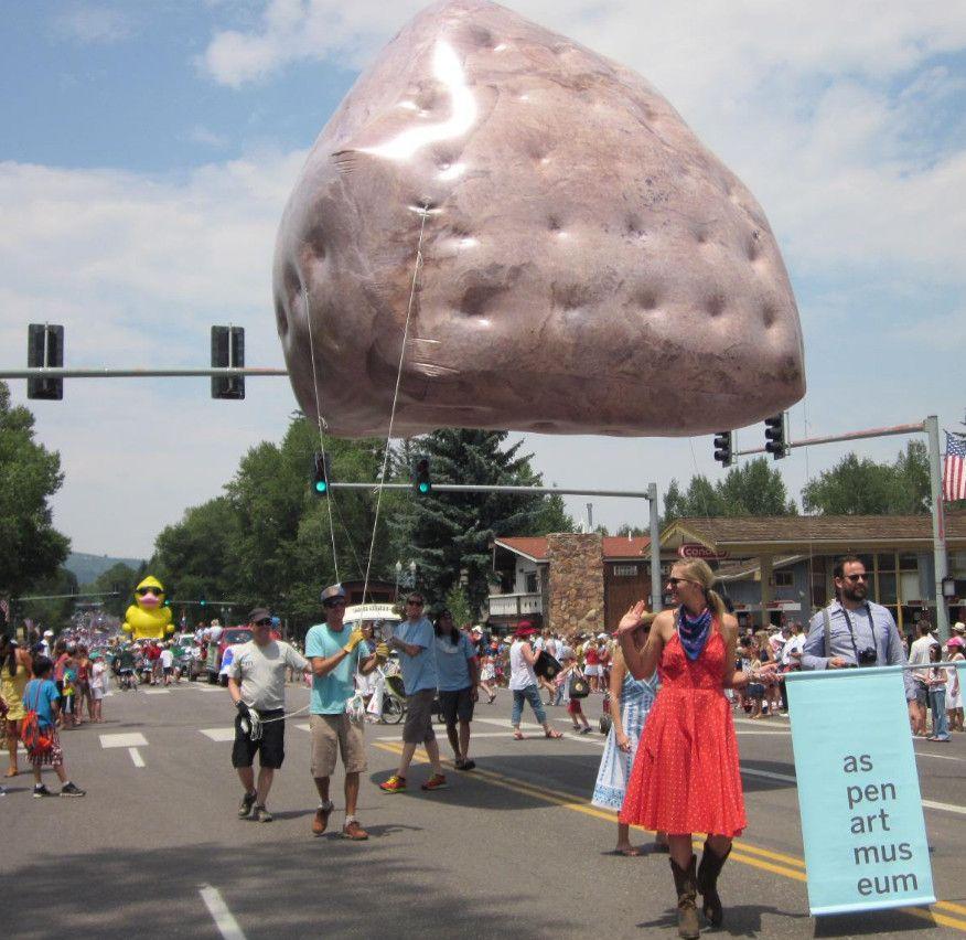 michael heizers levitated mass