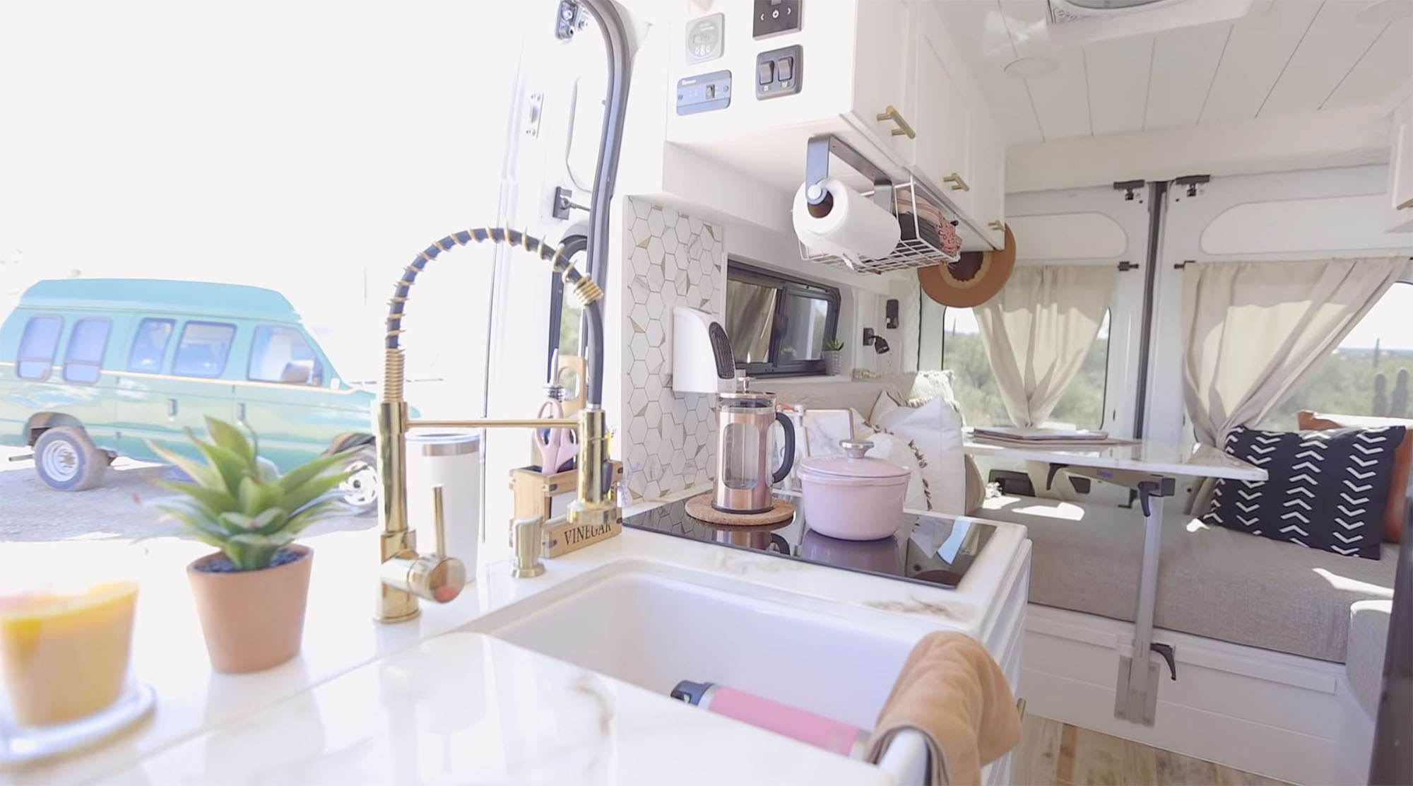 Zion van conversion Antoinette Yvonne kitchen