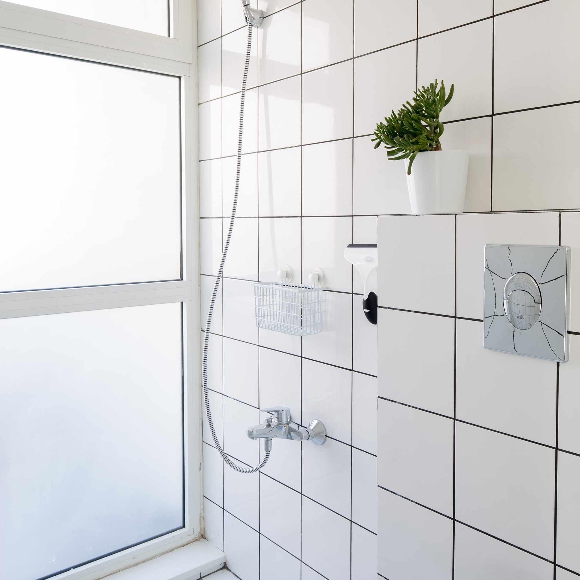 The Shoebox micro-apartment by Elie Metni bathroom