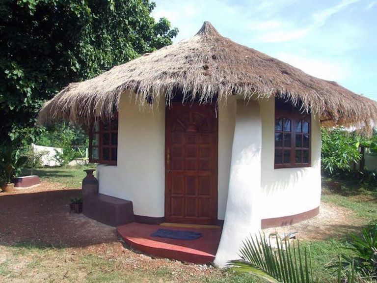 Building made from earth bags