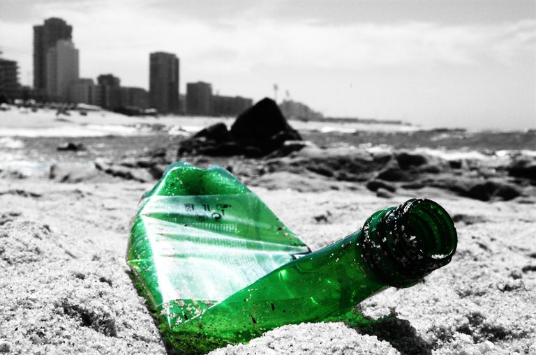 La industria del plástico sabe desde hace años que está contaminando los océanos