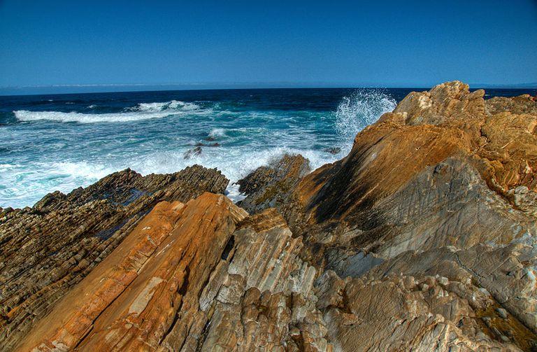Ocean waves crashing onto rocks