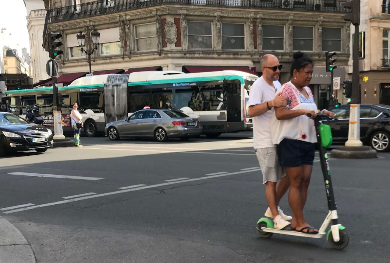 More kids on scooters in Paris