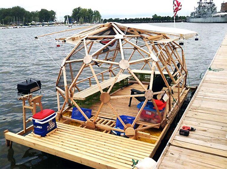 Construir esta casa flotante geodésica cuesta menos de $ 2,000