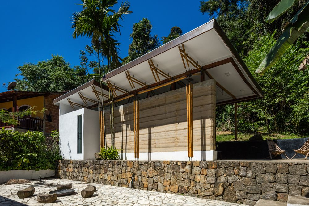 Contemporary Guesthouse Combines Rammed Earth and Bamboo Structure