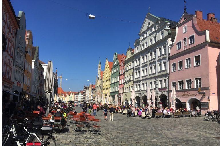 Fussgaengerzone (pedestrian zone) in Landshut, Germany