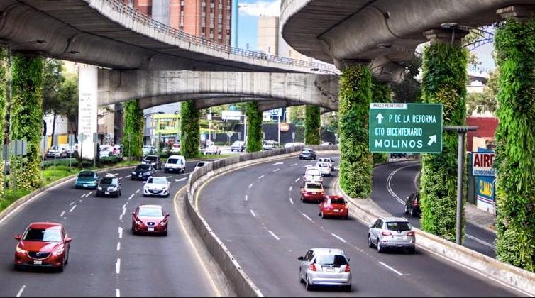 La carretera bordeada de jardines de la Ciudad de México está prosperando, pero no sin críticas