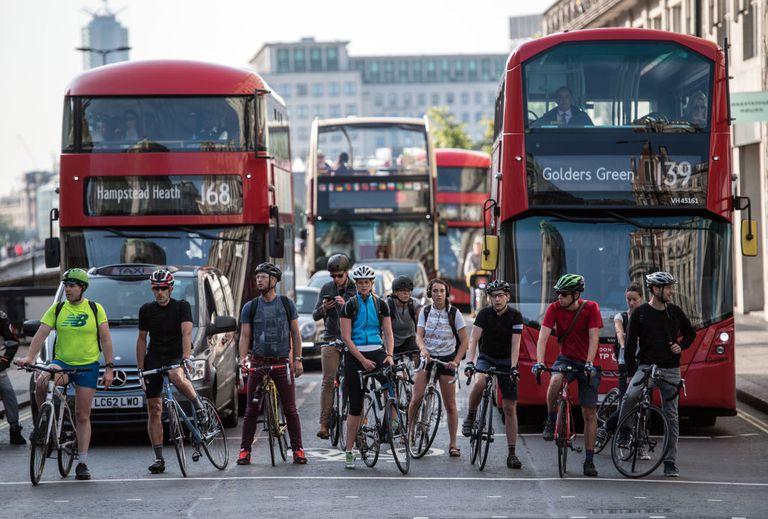 ¿Están las carreteras invadidas por ciclistas peligrosos e irresponsables?