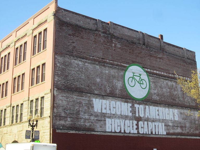 En la batalla por la dominación social de las carreteras, Oregón impone un impuesto a las bicicletas