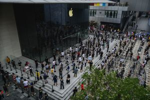Lineup for the latest at the apple store in Beijing