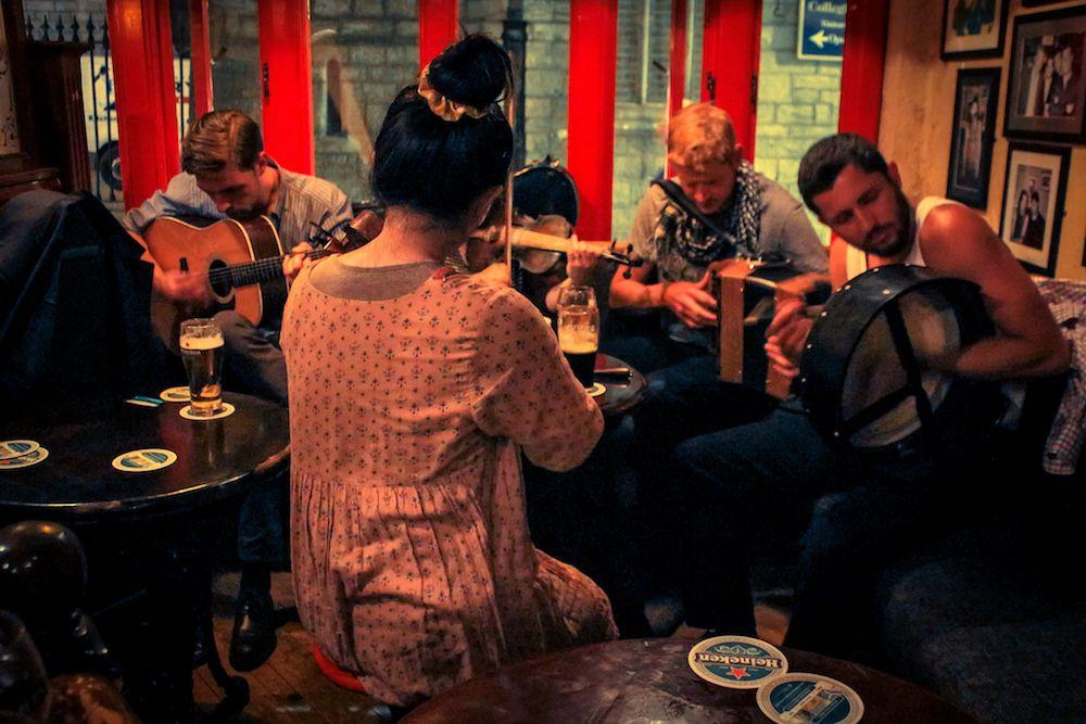 jam session in Irish pub