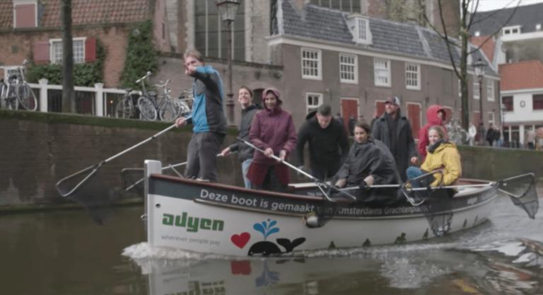 La actividad turística más beneficiosa de Ámsterdam es la pesca de plástico