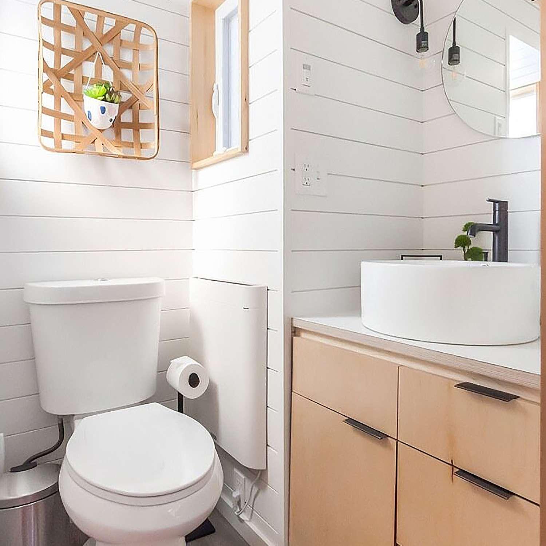 tiny house 2 for rent bathroom