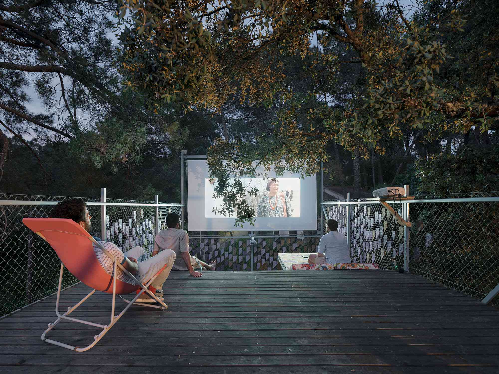 (Synanthro)Love Shack, (Tele)Working Abode by Husos Architects rooftop movie night
