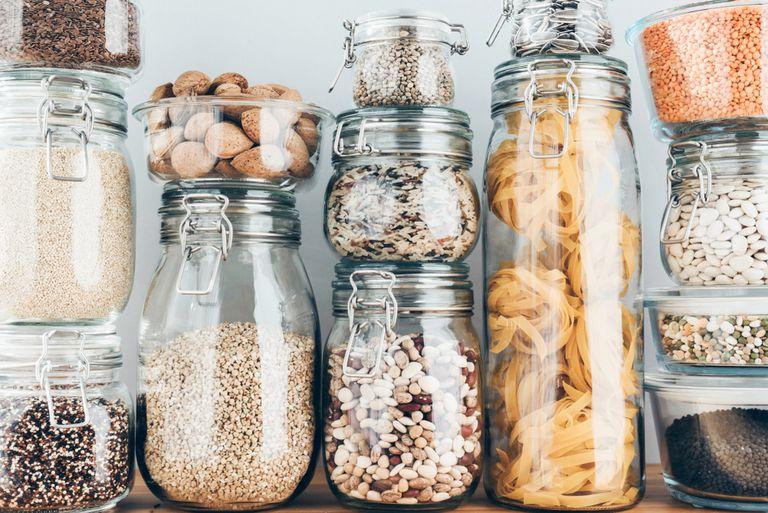 10 productos básicos a base de plantas para abastecer una cocina vegana