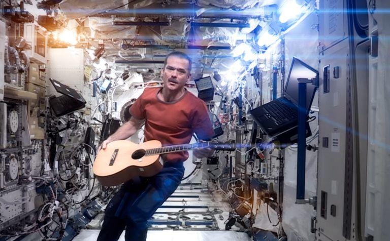 La portada del astronauta de 'Space Oddity' adquiere un nuevo significado tras el fallecimiento de Bowie