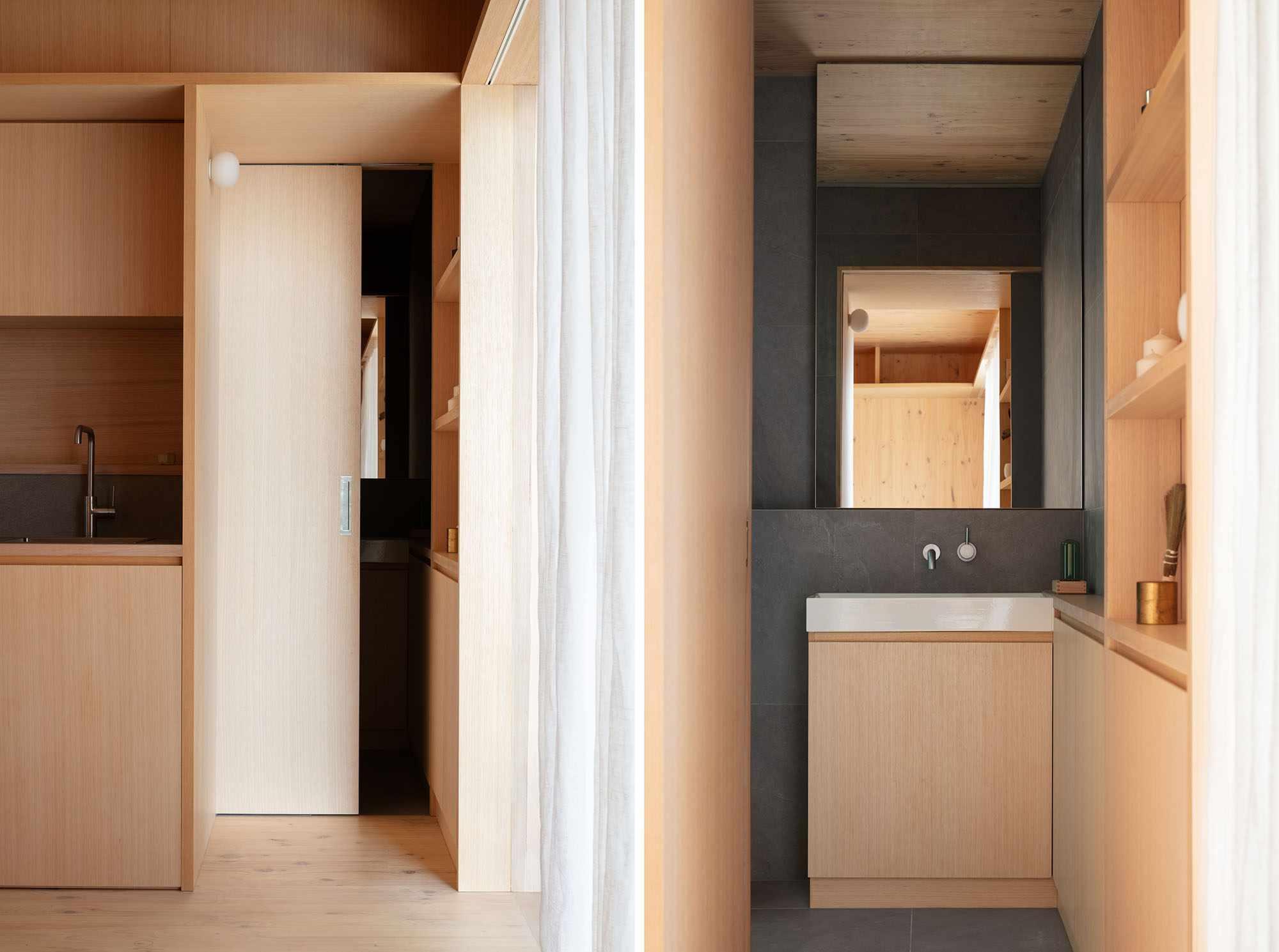 Minima prefab by TRIAS bathroom door