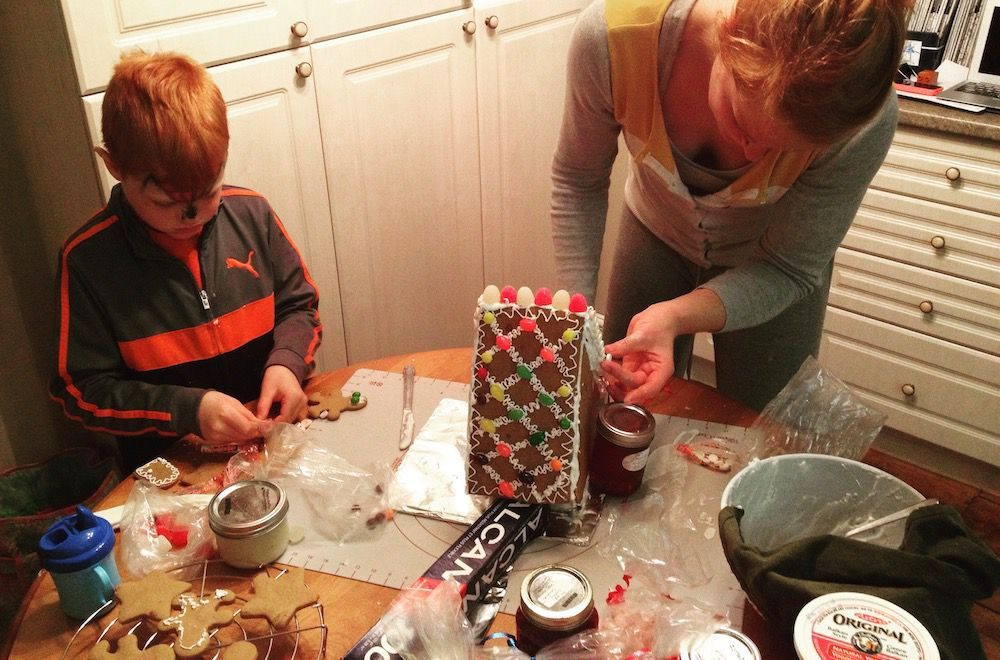 making a gingerbread house with my kid