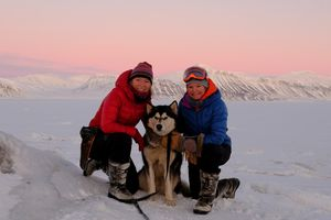 Sunniva Sorby (left) and Hilde Fålun Strøm with Ettra in Svalbard.