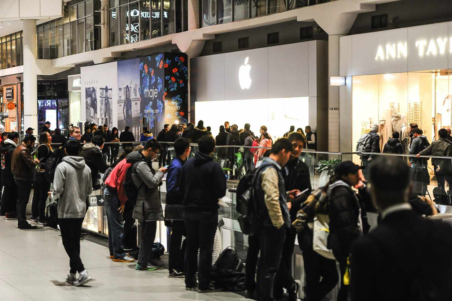 Lineup in Toronto for new iPhone