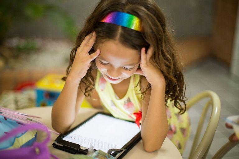 11 maneras de reducir el tiempo de pantalla de los niños este verano