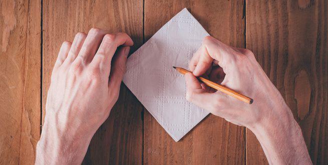 Papá con cáncer le escribe más de 800 notas sobre servilletas a su hija