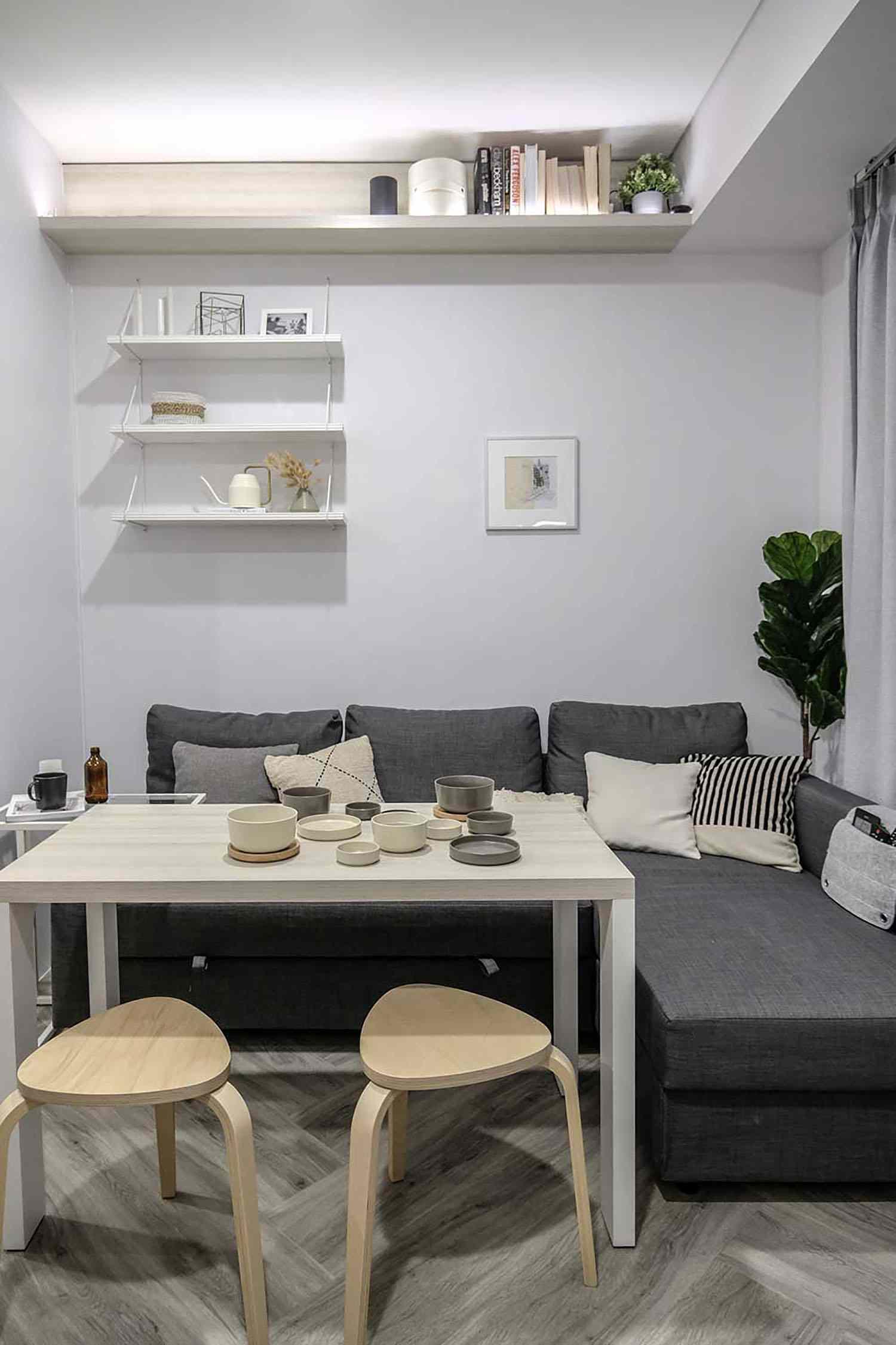 Quiet Apartment Co+in Collaborative Lab dining sofa
