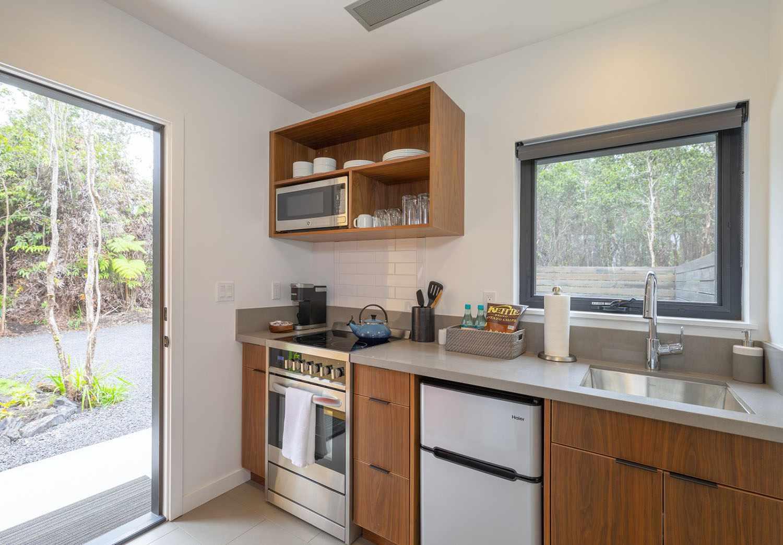 kuono cabin hawaii kitchen