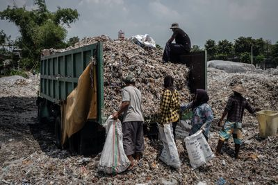 plastic recycling workers in Indonesia