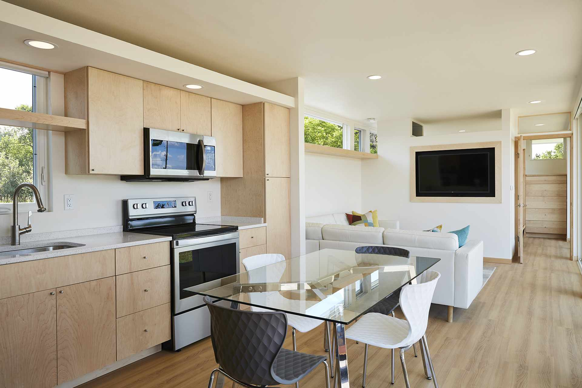 Kitchen and Dining in N1