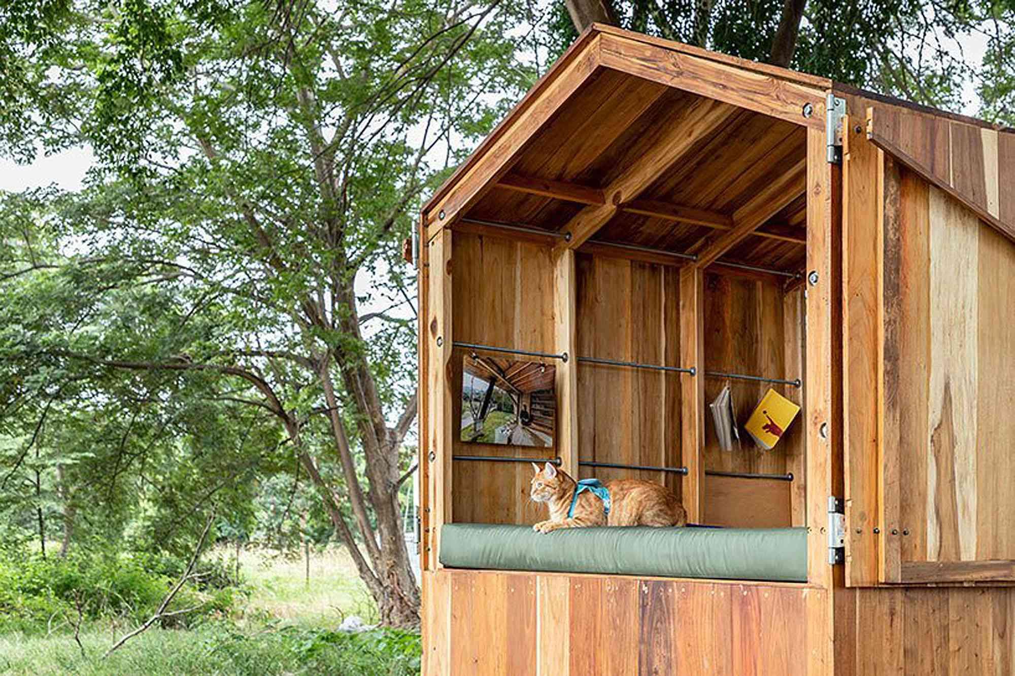 La Casa Nueva mobile diy camper JAG Studio bed