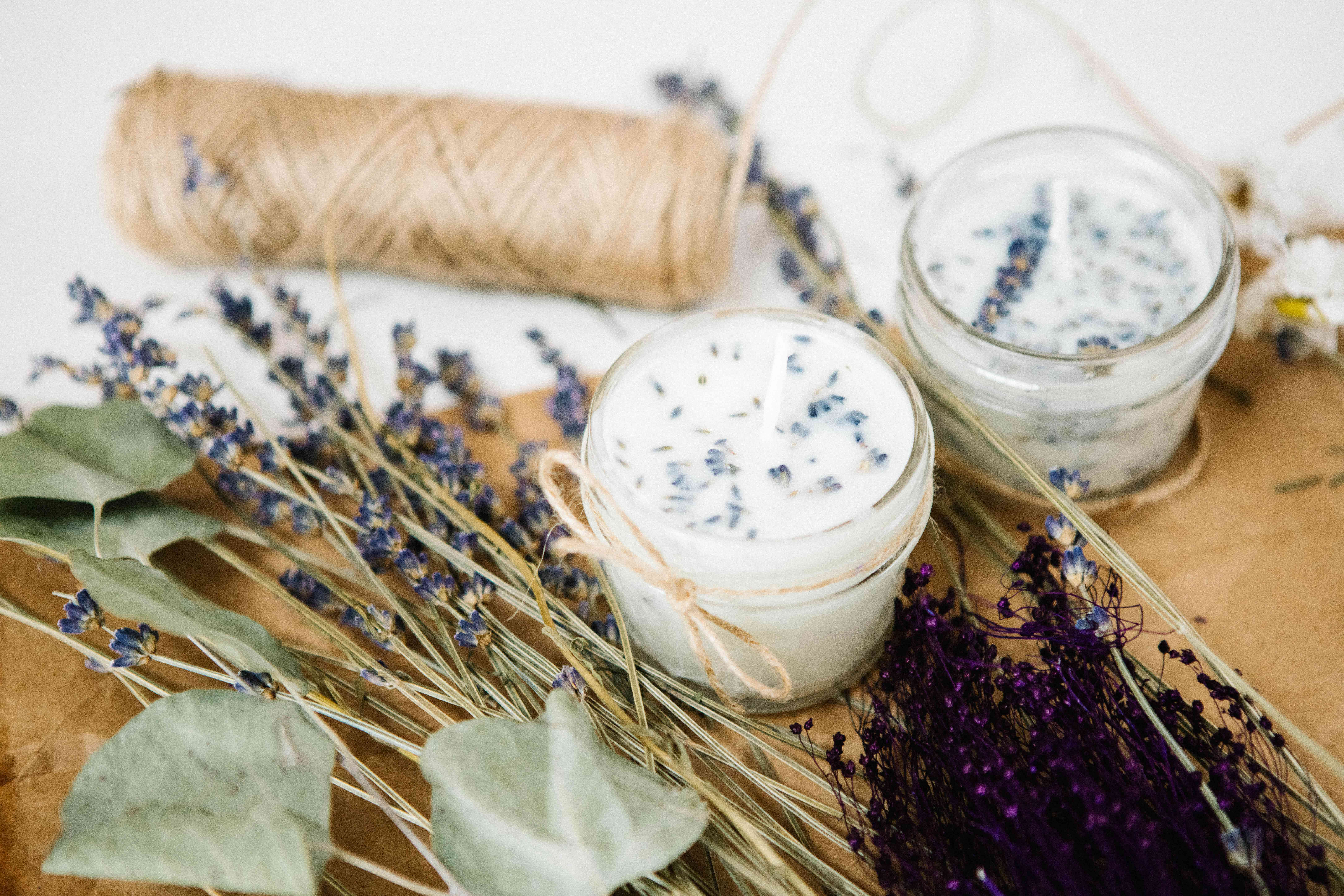 diy soy candles with string and lavender